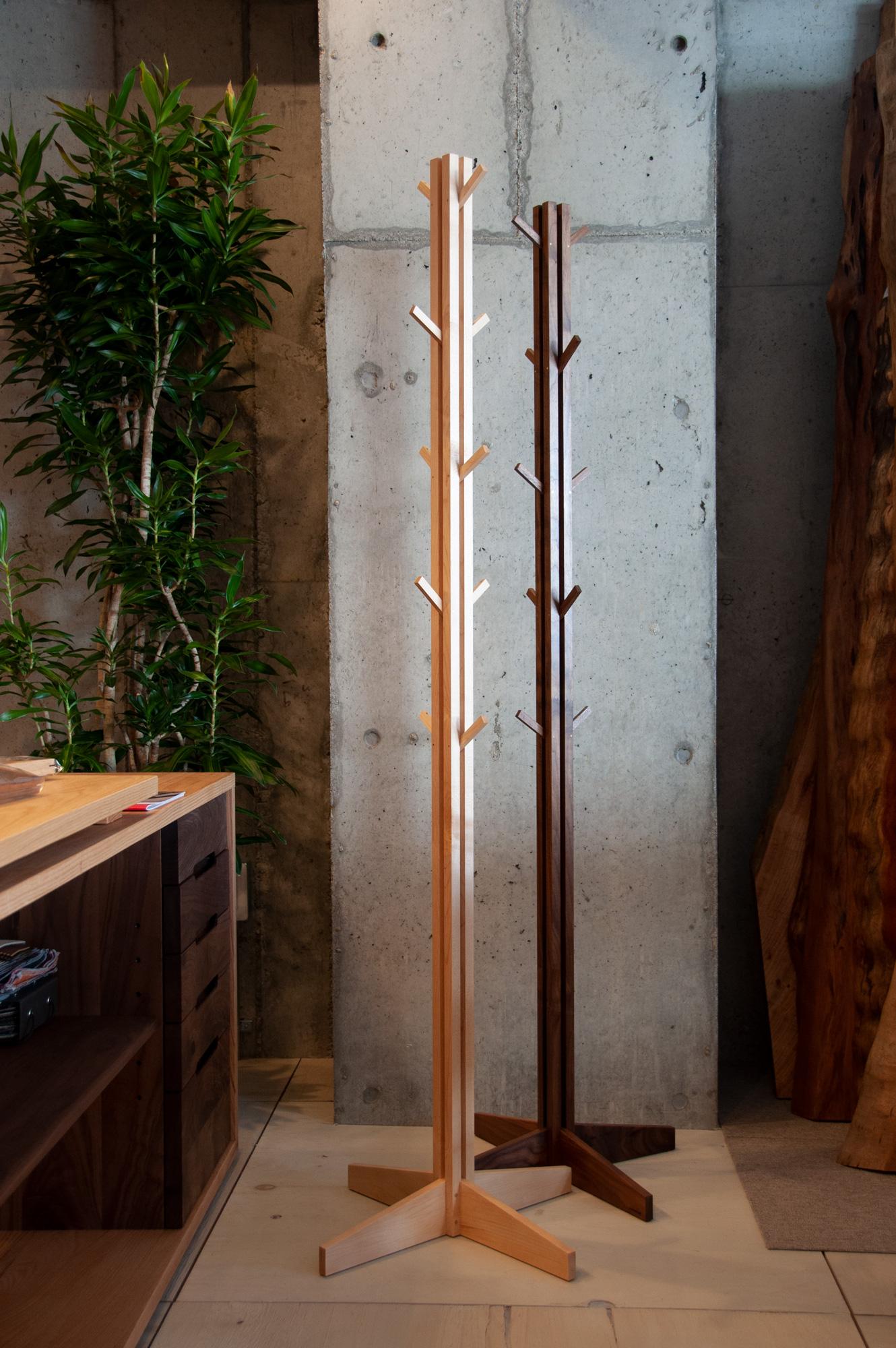 木製コートハンガー