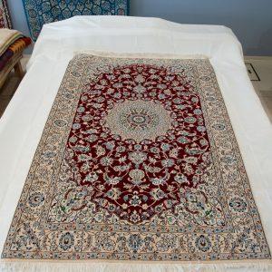 ナイン産・ペルシャ絨毯