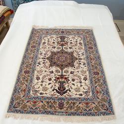 イスファハン産ペルシャ絨毯