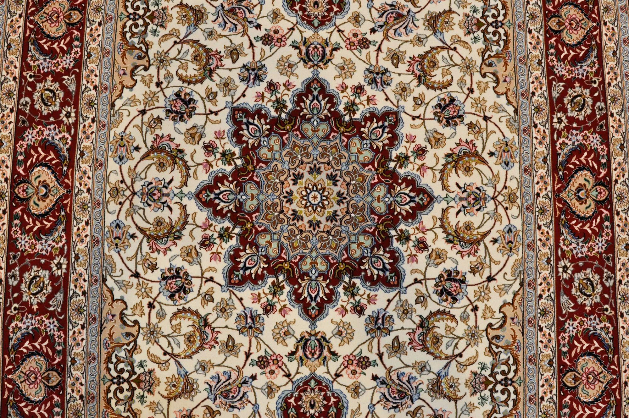 イスファハン産絨毯